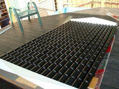 Se chauffer grâce à des canettes en aluminium : tel est le prototype de panneau solaire réalisé par Jim Meaney. Un chauffage écologique et astucieux !