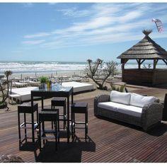 Connaissez vous Le Yacht Club Beach - Plage privée à la Grande Motte ? Outdoor Furniture Sets, Outdoor Decor, Montpellier, City Break, Chill, Destinations, Hotels, Patio, Club