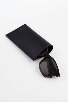 DIY: Leather Sunglasses Pouch