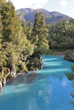 Glacial blue on Hokitika Gorge, South Island, New Zealand (by La Guiche).