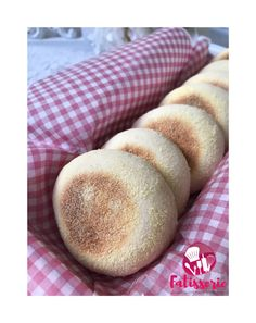 Breads 648940627539739691 - Muffins anglais délices Fatisserie Source by mcattalo Vegan Granola, Vegan Kitchen, English Food, Healthy Muffins, No Cook Meals, Street Food, Food And Drink, Cooking Recipes, Yummy Food