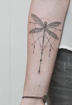 4. Libelula tatuaje con estilos distintos