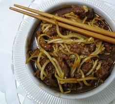Tiras de carne com broto de feijão - receita fácil - Dom Manjericão Asian Recipes, Ethnic Recipes, Pasta, Japchae, Sushi, Ale, Spaghetti, Food And Drink, Low Carb