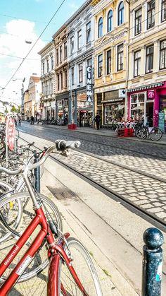 Das Cinema ist da...Im Viertel zu Bremen. My Town, Germany Travel, Day Trip, Beautiful Eyes, Alaska, Street View, Austria, Places, Sims