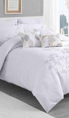 crisp white duvet cover  http://rstyle.me/n/m8em2pdpe