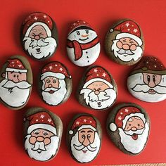 45 Easy DIY Dollar Store Christmas Decorations for Decorating on a Budget - The Trending House Pebble Painting, Pebble Art, Stone Painting, Rock Painting Ideas Easy, Rock Painting Designs, Stone Crafts, Rock Crafts, Christmas Rock, Christmas Crafts
