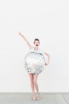 Funny disco ball costume - silver carnival costume - DIY carnival costume yourself Diy Carnival, Carnival Costumes, Diy Halloween Costumes, Disco Costume Diy, Costume Ideas, Disco Party, Disco Ball, Karneval Diy, Halloween Series