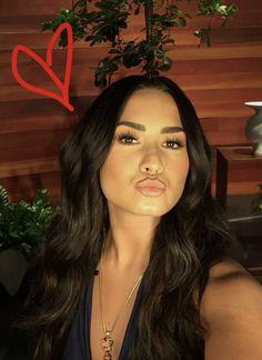 Demi Lovato 2017, Demi Lovoto, Eyebrows On Fleek, Stunningly Beautiful, Beautiful Women, Female Singers, Her Smile, Beauty Queens, Role Models