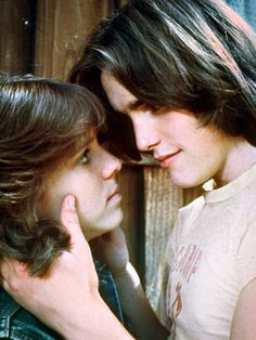 Immediately recognizable couple from one of my favorite movies, Kristy McNichol and Matt Dillon in Little Darlings. I cried at the end every time I watched it. Teen Movies, Old Movies, Great Movies, Actors Male, Actors & Actresses, Young Matt Dillon, Darling Movie, Kristy Mcnichol, Get A Boyfriend