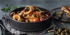 Kan virkelig en pastarett med et så belemret navn smake så godt?Oppskrift på spaghetti alla puttanesca med unik kombinasjon av italienske smaker.