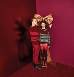 Playfully pop, glitter-ridiculous sets for TK Maxx's Christmas Campaign Christmas Fashion, Red Christmas, Urban Fashion, Kids Fashion, Trendy Fashion, Winter Fashion, Christmas Editorial, Kids Studio, Studio Ideas