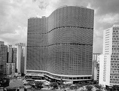 Edifício Copan, São Paulo, Brasil  arquiteto: Oscar Niemeyer    Design & Muito Mais se solidariza com a família do arquiteto, com o povo brasileiro e com toda a Humanidade pelo passamento de Oscar Niemeyer.  1907 - 2012