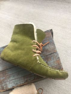 b48452f3808 Banana Republic Women s Moss Green Suede Faux Fur Boots Slippers Shoes Size  7