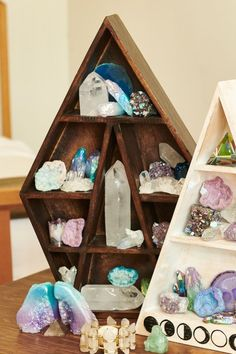 Create a crystal haven or special space for your treasures with our intricate wood shelf. Features various shelf sizes in different shapes for you to fill. Can sit on a table top or hang on a wall. Crystal Room Decor, Crystal Bedroom, Crystal Collection Display, Rock Collection, Meditation Corner, Meditation Rooms, Meditation Altar, Dyi, Crystal Holder