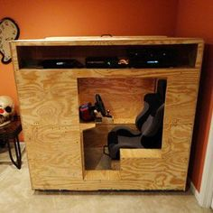 The Insane DIY Video-Game Racing Cockpit - Popular Mechanics Matt Boyer built a fully enclosed DIY cockpit complete with pedals, wheel, and shifter, in which to drive cars on Forza 4 or Gran Turismo Game Room Tables, Table Games, Diy Videos, Wood Projects, Woodworking Projects, Console Style, Deco Gamer, Video Game Rooms, Gaming Room Setup
