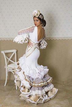 What a beautiful dress Flamenco Costume, Flamenco Dancers, Dance Dresses, Bridal Dresses, Prom Dresses, Flamenco Dresses, Flamenco Wedding, Classy Gowns, Arabic Dress