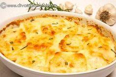 Cartofii cu smantana si usturoi la cuptor sunt o garnitura delicioasa! Cunoscuti sub numele de cartofi dauphinoise, acestia sunt un altfel de cartofi gratinati. Vegetable Recipes, Vegetarian Recipes, Cooking Recipes, Healthy Recipes, Scape Recipe, Good Food, Yummy Food, Hungarian Recipes, Delicious Dinner Recipes