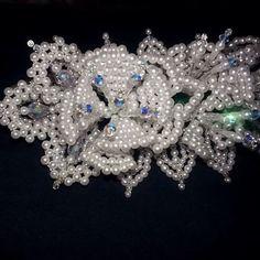 Ramo de flores tejidas y cristal Swarovski AB