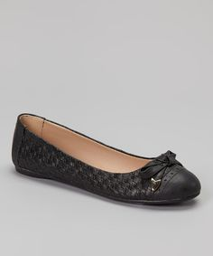 Flaunt some trendsetting texture with these sturdy ballet flats. Basket-weave finishing, brogue perforations and a stitched, gold-capped bow promise polished detail from heel to toe.