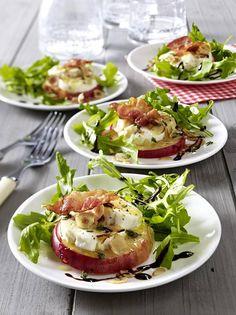 Mit Ziegenkäse gratinierter Apfel auf Salat - Sole Local My Site Appetizer Recipes, Salad Recipes, Snack Recipes, Clean Dinners, Healthy Snacks, Healthy Recipes, Free Recipes, Good Food, Yummy Food