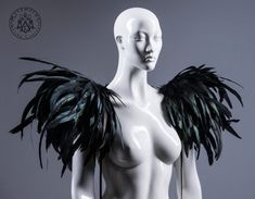 Huge black feather shoulder piece /Feather epaulet shrug / Feather harness with pointy shoulders / Edgy fashion shrug / Burning man / Ryuk Feather Cape, Feather Headdress, Headpiece, Burning Man, Luxor, Dark Costumes, Watch Your Back, Leather Vest, Sculptural Fashion