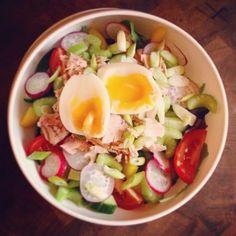 Салаты на обед или ужин! Забирай себе, если надоели банальные сочетания!<br><br>Салат 1<br>Тунец, мягкая вареное яйцо , редис , зеленый лук , сливы помидоры, огурцы, желтый перец и микс салата.<br><br>Салат 2<br>Фасоль, огурец, зеленый лук , сыр фета , сельдерей, яблоко , сливы помидоры, капуста,..