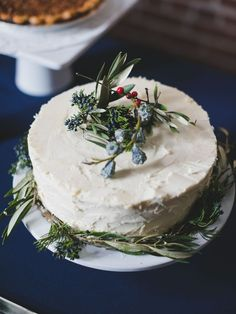 20 Gorgeous, Frosty Winter Wedding Cakes | TheKnot.com