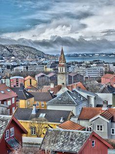 Trondheim, Paris Skyline, Mansions, House Styles, Travel, Home, Viajes, Manor Houses, Villas