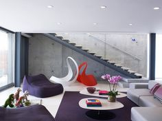 이미지 출처 http://dellacooks.com/wp-content/uploads/2014/04/breezy-living-area-with-purple-wool-bean-bag-and-floating-wall-of-dark-stained-wood-slates-also-sliding-glass-doors-violet-carpets-design-ideas.jpg