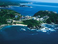 Luna de miel en Huatulco, seriously miss this place . Dad take me back . I will take my husband there. Beauty