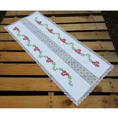 This Pin was discovered by Ruh Cross Stitch Embroidery, Hand Embroidery, Stitch Crochet, Cross Stitch Borders, Table Runners, Sewing Crafts, Doilies, Diy And Crafts, Projects To Try