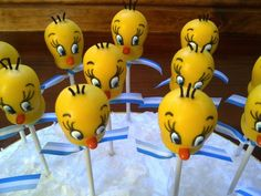 Tweety Bird Cake Pops made by Creative Cakepops Looney Tunes Party, Looney Tunes Space Jam, Baby Looney Tunes, Bird Birthday Parties, Baby Birthday, Tweety Cake, Cake Pops, Party Pops, Bird Party