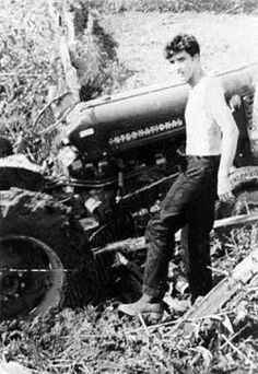 Elvis gets his tractor stuck in the mud at Graceland in June Colonel Parker stops at the gates to greet the kids. The King of Rock and Roll Priscilla Queen, Elvis And Priscilla, Lisa Marie Presley, Priscilla Presley, King Elvis Presley, Elvis Presley Photos, Elvis Presley Family, Graceland, Classic Hollywood