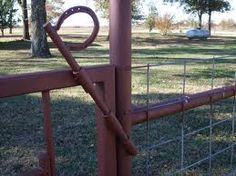Horse shoe gate that you can open and close from horseback