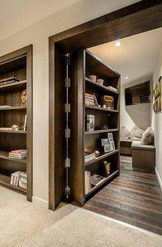 Иногда для того, чтобы в вашем доме появилась потайная комната, достаточно просто превратить межкомнатную дверь в стеллаж.
