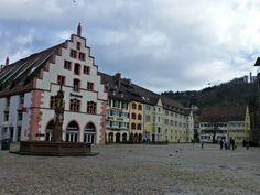 Plaza de la Catedral (Münsterplatz) en Friburgo de Brisgovia, Alemania