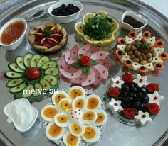 Disposition de la table, # Olive OilFood, Olive Oil Food, - in 2020 Appetizer Buffet, Appetizers, Plats Ramadan, Breakfast Bread Recipes, Charcuterie And Cheese Board, Good Food, Yummy Food, Food Garnishes, Food Decoration