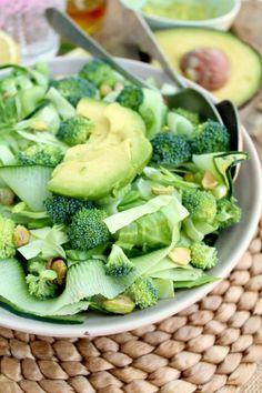 repas diététique, assiette verte vitamineuse