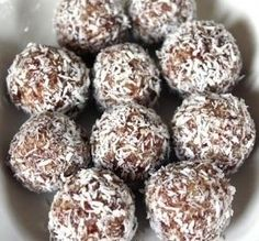Pinnet said: These are the best South African Date Balls Recipe and I have been making them for 25 years. No Egg! You do not need Egg! South African Desserts, South African Dishes, South African Recipes, Kos, Scones, Banting Recipes, Sorbets, Protein Ball, Balls Recipe