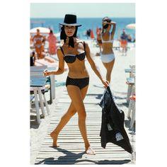 Zabieramy Was dziś w podróż na słoneczne plaże St.Tropez.  Pamiętamy jednak, że kosmetyki marki St.Tropez nie zawierają filtrów ochronnych i tym samym nie chronią Nas przed promieniami UV.