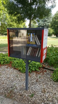 Tassin-la-demi-lune. Troisième et dernière boîte de Tassin (et la plus agréable par rapport au cadre) située dans le parc de l'orangerie. N'hésitez pas à faire un tour au parc, il vaut le détour !