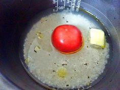 ☆トマト炊き込みご飯レシピ(2人分)☆  ご飯 二合  トマト 1個  塩 小匙3/4  胡椒 小匙1/4  オリーブオイル 適量  バター 10g  トマトの水分を考慮し水を大匙6捨て炊く。炊けたら好みでチーズかけ混ぜてパセリ添える。 pic.twitter.com/guLlYxgjw9