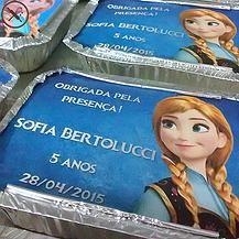 Marmitinha personalizada para festa Frozen com ilustração da princesa Anna