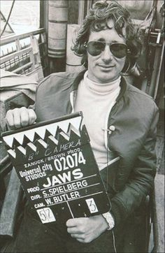 Jaws is a 1975 thriller/ horror film directed by Steven Spielberg, based on Peter Benchly best-selling novel inspired by the Jersy Shore Shark attacks Jaws Movie, Movie Stars, Movie Tv, Jaws 2, Movie Theater, Jaws Film, Universal Studios, Pet Sematary, Cincinnati