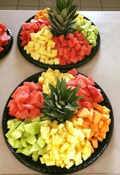 Party fruit - Picnic for couples - Party Food Platters, Party Trays, Food Trays, Fruit Trays, Fruit Fruit, Fruit Cakes, Fruit Kabobs, Fruit Buffet, Fruit Dishes