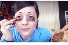 Secretele: Aceasta femeie foloseste aplicatii cu cafea pentru a scapa de cearcane, iar rezultatele ei sunt absolut remarcabile!