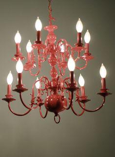 El candelabro en color rojo con Universal