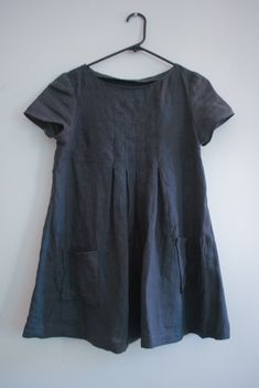 gray linen tunic = easy wardrobe piece