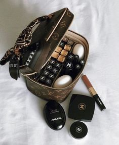 Classy Aesthetic, Aesthetic Makeup, Luxury Lifestyle Women, Luxury Purses, Chanel Makeup, Skin Makeup, Makeup Case, Beauty Make Up, Makeup Collection