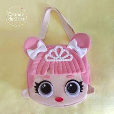 Bolsa Lol em feltro by Ciranda de Criar Atelier. Fabric Bags, Fabric Dolls, Felt Diy, Felt Crafts, Corset Sewing Pattern, Sewing Crafts, Sewing Projects, Animal Bag, Denim Tote Bags